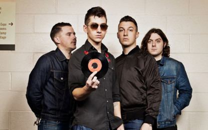 Gli Arctic Monkeys e la cover di Hold On, We're Going Home di Drake