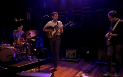 Robin Pecknold (dei Fleet Foxes) suona Corduroy dei Pearl Jam al Late Night with Jimmy Fallon