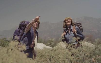 J Mascis (Dinosaur Jr.) e Sharon Van Etten coverizzano Prisoners di John Denver