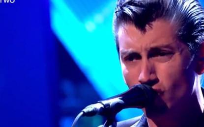 Arctic Monkeys e Katy B live da Jools Holland