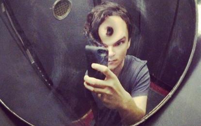 """Ezra Koenig dei Vampire Weekend difende i """"selfie"""""""