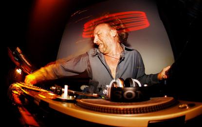 Bologna festeggia il capodanno con il dj-set di Peter Hook, bassista dei New Order e dei Joy Division