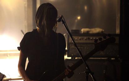 Kim Shattuck, la nuova bassista dei Pixies, è fuori dal gruppo