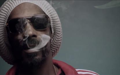 Guarda: Snoop Lion, Smoke the Weed (feat. Collie Buddz)