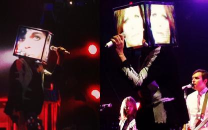 Gli Arcade Fire in concerto suonano Controversy di Prince
