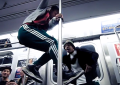 Ballerini in metropolitana per il video di Matamoros degli Afghan Whigs