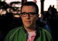 Il frontman dei Weezer Rivers Cuomo al lavoro con l'episodio pilota di una nuova serie TV della Fox