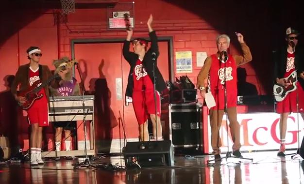 Win Butler e Justin Vernon in squadra assieme per una partita di basket di beneficenza