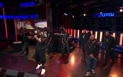 Il Wu-Tang Clan al completo, ospite dello show di John Stewart, suona live un estratto dal nuovo disco
