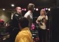 Mac DeMarco trattenuto dalla polizia (e subito rilasciato) durante il suo show all'Università di Santa Barbara