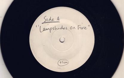 I Modest Mouse stanno per pubblicare qualcosa di intitolato Lampshades on Fire