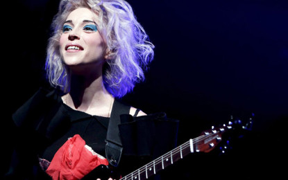 St. Vincent torna in Italia e realizza una canzone per la serie TV Girls