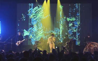 Guarda: Neon Indian, The Glitzy Hive (dal vivo)