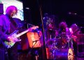 I Dinosaur Jr. dal vivo con Kevin Shields, Henry Rollins, Lee Ranaldo, Jeff Tweedy, Kim Gordon e mille altri