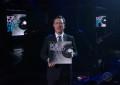 Guarda Bob Mould suonare The End of Things da Colbert