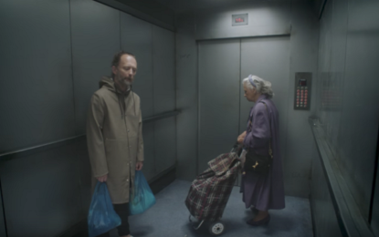 Thom Yorke in ascensore per il video di Lift dei Radiohead