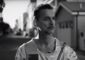 Dave Gahan astronauta nel video di Cover Me dei Depeche Mode