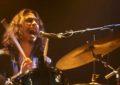 È morto Virgil Howe, batterista dei Little Barrie e figlio di Steve Howe degli Yes