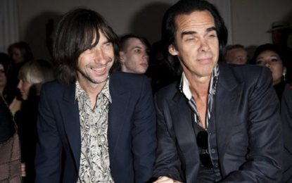 Bobby Gillespie canta Push The Sky Away dal vivo con Nick Cave