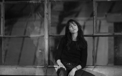 Ascolta: Charlotte Gainsbourg, Ring-A-Ring O' Roses