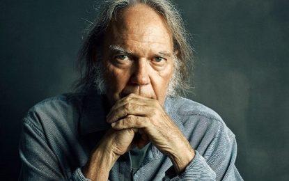 Neil Young, in arrivo l'archivio online con tutte le canzoni e il nuovo album