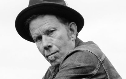 Tom Waits: Innocent When You Dream al pianoforte dell'hotel di Banksy