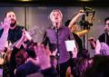 David Byrne canta Bowie e Madonna con i Choir! Choir! Choir!
