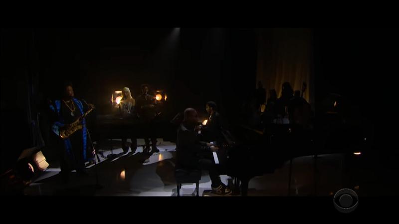 Sampha e Kamasi Washington suonano insieme al Late Show di James Corden